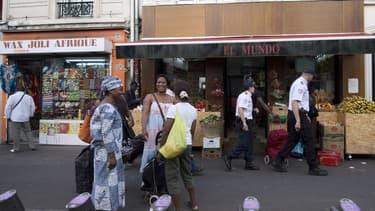 Des commerces dans le quartier de Château Rouge.