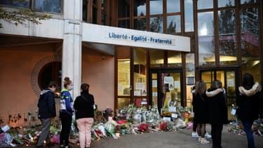 Hommage au professeur d'un collège des Yvelines décapité en pleine rue, le 17 octobre 2020 à Conflans-Sainte-Honorine (Yvelines)
