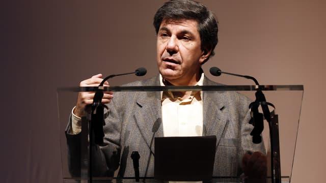 L'économiste Jacques Sapir s'exprime lors du congrès du parti politique dirigé par Nicolas Dupont-Aignan, Debout la République, le 21 novembre 2010 à Paris.