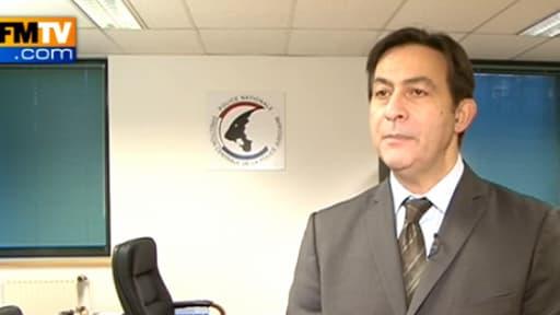Le commissaire divisionnaire Jean-Marc Souvira enquête sur les cas d'escroquerie au virement bancaire.
