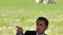 """Nicolas Sarkozy a justifié vendredi son implication dans le dossier agricole, tout en se démarquant de son prédécesseur Jacques Chirac, accusé à demi-mot d'avoir une approche """"folklorique"""" d'un secteur qu'il juge stratégique pour l'économie française. /Ph"""