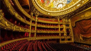 L'Opéra de Paris propose d'adopter des fauteuils du Palais Garnier.
