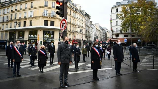 Hommage aux victimes des attentats du 13 novembre 2015, avec Anne Hidalgo et  Jean Castex devant le café La bonne bière à Paris, 5 ans après