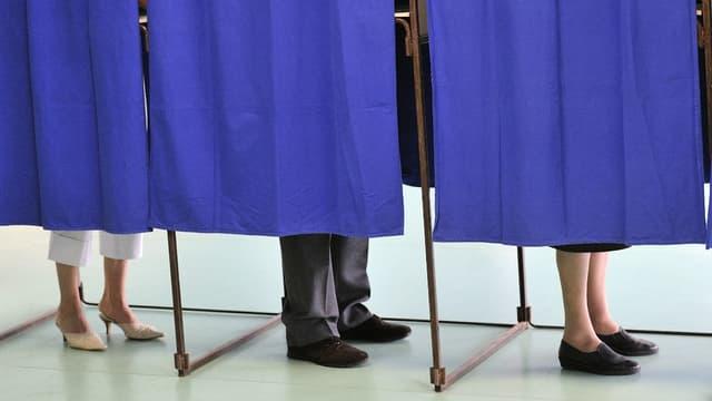 """La loi Macron précise que """"L'employeur prend toute mesure nécessaire pour permettre aux salariés d'exercer personnellement leur droit de vote au titre des scrutins nationaux et locaux lorsque ceux-ci ont lieu le dimanche."""""""