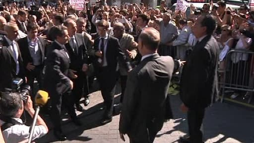 Nicolas Sarkozy arrivant au siège de l'UMP pour assister au bureau politique extraordinaire du parti, le 8 juillet 2013.