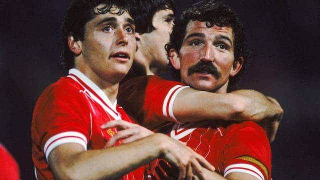 Michael Robinson (à gauche) et Alan Hansen, champions d'Europe avec Liverpool en 1984.