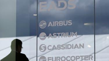 """IG Metall avertit la direction d'EADS que des licenciements seraient """"inacceptables"""" vu le carnet de commande actuel."""