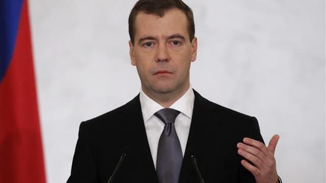 Le président russe, Dmitri Medvedev, a tenu mercredi à rassurer les Russes sur le sort de son chat Dorofeï, après des rumeurs de disparition qui ont suscité de multiples échanges amusés sur Twitter. /Photo d'archives/REUTERS/Sergei Karpukhin