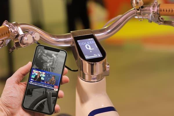 Le tableau de bord du Coleen est connecté à son smartphone via une appli