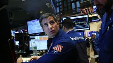 Une vraie dégringolade hier du côté de Wall Street, qui sera intervenue pendant la tout dernière heure de cotations.