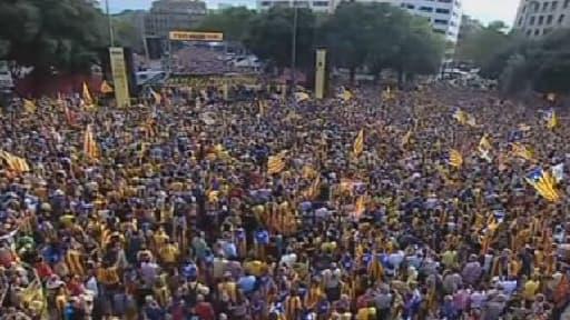 Une impressionnante chaîne humaine a traversé ce mercredi la Catalogne.