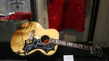 """La guitare du """"King"""" Elvis Presley, Gibson EJ-200E édition limitée."""