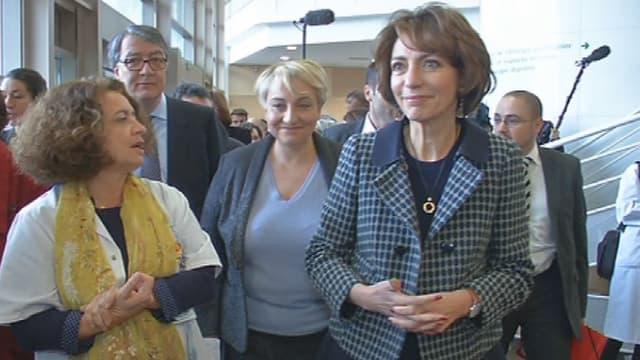 La ministre de la Santé, Marisol Touraine en visite dans le centre de planification familiale de l'Hôpital de Saint-Denis, près de Paris, ce vendredi 16 janvier