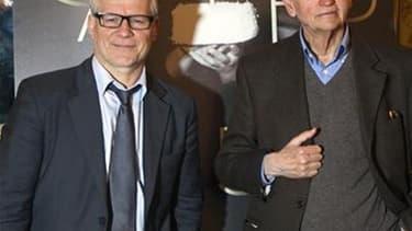 Thierry Fremaux (à gauche) et Gilles Jacob, respectivement délégué général et président du Festival de Cannes. L'édition 2012, qui s'ouvre mercredi, promet une compétition plus que jamais indécise./Photo prise le 19 avril 2012/REUTERS/Charles Platiau