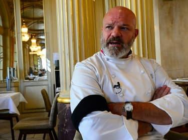 """Philippe Etchebest dans son restaurant """"Le Quatrième Mur"""" à Bordeaux, le 30 septembre 2020"""