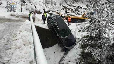 Sans chaine sur les routes enneigées, les conséquences peuvent être délicates, même pour un 4X4.