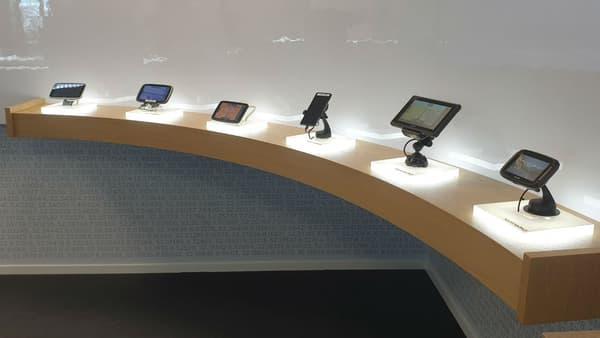 Les différents terminaux proposés par TomTom, qui dispose aussi d'applications mobiles.