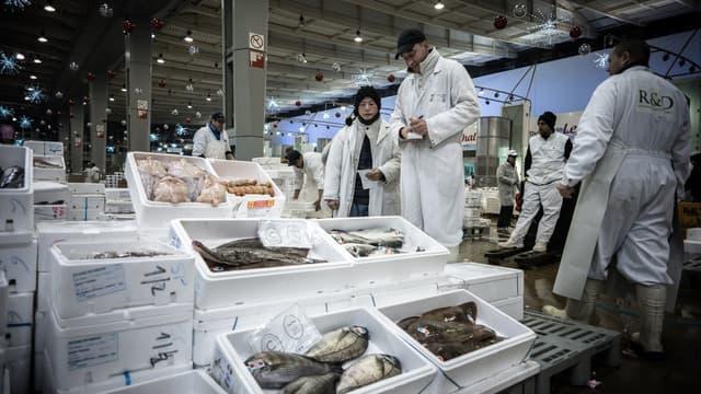 Les fruits de mer des mareyeurs, fierté des brasseries parisiennes, ont dû être écoulés par la grande distribution après la fermeture des restaurants.