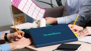 En plus des supports pédagogiques, la box contient tout ce qui'l faut pour prendre des notes et même de quoi grignoter.
