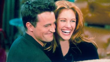 "Matthew Perry et Julia Roberts dans ""Friends"""