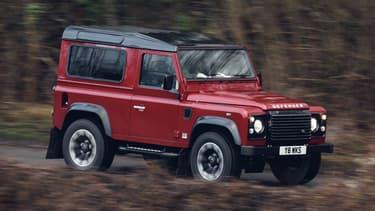 Deux ans après son arrêt officiel, le 29 janvier 2016, le Defender revient. Pour une série limitée à 150 exemplaires, à l'occasion des 70 ans de Land Rover.