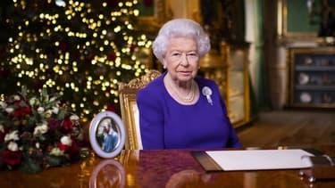 La reine Elizabeth II le 25 décembre 2020 au château de Windsor à Londres.