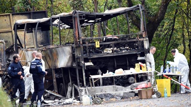 L'accident entre un car et un camion à Puisseguin a fait au moins 43 morts.