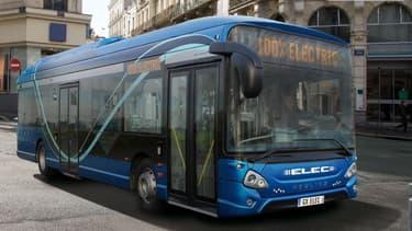 Les bus Heuliez 100% électrique se rechargent au dépôt ou via une recharge intermédiaire rapide par pantographe.