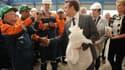 """Emmanuel Macron en visite sur le site Vallourec de Saint-Saulve, en juillet dernier. Le Ministre de l'Économie a décidé de prendre personnellement le dossier en main, demandant au groupe des """"efforts""""."""