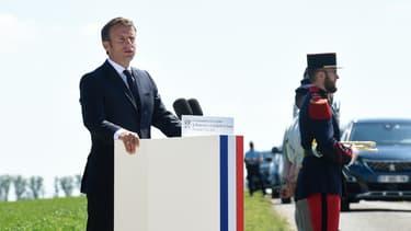 Emmanuel Macron à La-Ville-aux-Bois-les-Dizy, dans le Nord de la France, le 17 mai 2020 pendant une cérémonie commémorative de la bataille de Montcornet.