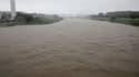 La rivière Muromi sort de son lit à Fukuoka, au Japon, le 14 août 2021