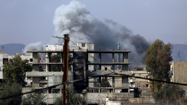 Frappes aériennes menées par le régime syrien sur la ville d'Haza, dans la Ghouta orientale en Syrie, le 23 février 2018