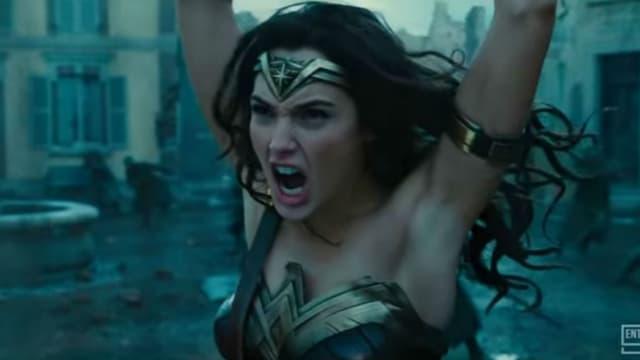 Les aisselles épilées de Wonder Woman font débat.