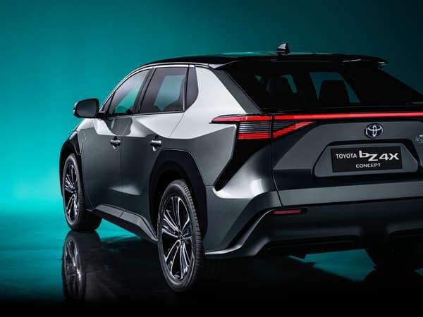 Ce SUV sera le premier modèle 100% électrique de Toyota, jusqu'alors pionnier de l'hybride