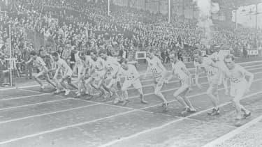 Le départ d'une course au stade olympique de Colombes en 1924.