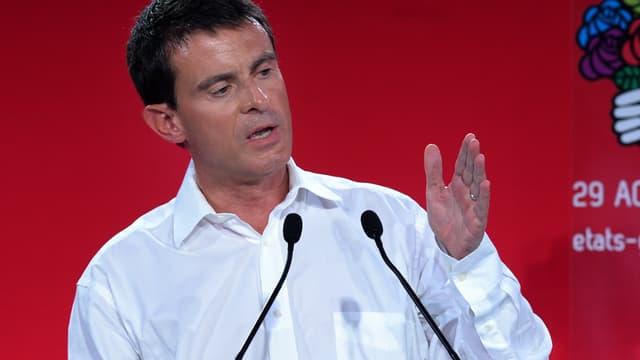 Manuel Valls réaffirme qu'il n'y aura pas de remise en cause des 35 heures lors de son discours de clôture à l'université d'été de La Rochelle, dimanche 31 août.