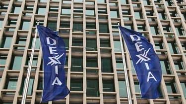 Les discussions sur l'avenir de Dexia reprennent dimanche à Bruxelles où le Premier ministre français François Fillon doit se rendre dans la journée pour décider avec son homologue belge Yves Leterme des modalités d'un démantèlement de la banque franco-be