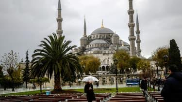 Les ministères allemand et français des Affaires étrangères a appelé mardi ses ressortissants à éviter les lieux de rassemblement et sites touristiques à Istanbul après un probable attentat meurtrier dans le coeur historique de la ville - Mardi 12 janvier 2016 - Photo d'illustration de la mosquée bleue