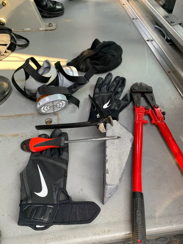 Des outils trouvés en amont de la manifestation parisienne de gilets jaunes