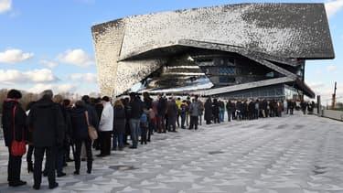 Le bâtiment a ouvert en janvier 2015 et son toit, prévu dés l'origine par l'architecte comme une promenade en libre accès au-dessus du parc, ouvre donc au public 20 mois plus tard.