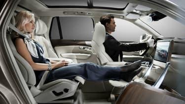 """Le """"Lounge Console"""", l'aménagement grand luxe aux airs de salon roulant conçu par Volvo sur son SUV XC90."""