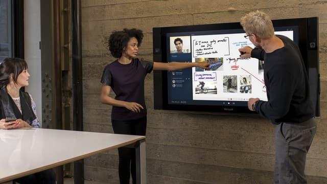 Le grand écran tactile de Microsoft a été pensé pour stimuler le travail collaboratif en entreprise