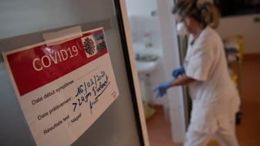 Entrée du service de réanimation dans un hôpital de Vannes, le 20 avril 2021