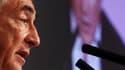 Le Parti socialiste pourrait accorder trois mois de réflexion supplémentaire à Dominique Strauss-Kahn en allongeant le délai pour déposer les candidatures aux primaires présidentielles. /Photo prise le 19 novembre 2010/REUTERS/Alex Domanski