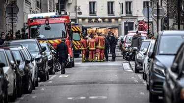 Pompiers de Paris devant le bâtiment incendié le 5 février.