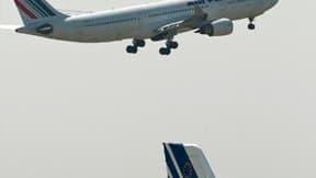 Selon le syndicat minoritaire de pilotes Alter, un pilote d'un vol Air France reliant dimanche Perpignan à Paris s'est senti mal en raison du nuage de cendres volcaniques venu d'Islande sans que cela ne perturbe le vol. Selon Air France, qui a procédé à u