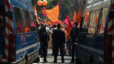 Après sa journée parlementaire sous tension mardi, Manuel Valls va faire face à une journée sociale à risque ce 1er mai.