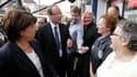 """Martine Aubry (à gauche), aux côtés du candidat socialiste Philippe Kemel (au centre), dans une rue de Hénin-Beaumont. Le candidat socialiste Philippe Kemel rêve de tirer profit de la """"guerre des Fronts"""" entre Marine Le Pen et Jean-Luc Mélénchon qui braqu"""