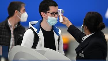 Prise de température à l'aéroport, 10 juillet 2020