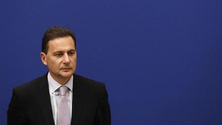 """Le ministre de l'Immigration, Eric Besson, a de nouveau estimé qu'il serait """"complexe"""" d'instaurer en France la déchéance de nationalité pour cause de polygamie. """"Cela doit rester absolument une procédure exceptionnelle"""", a-t-il déclaré sur RTL. /Photo pr"""